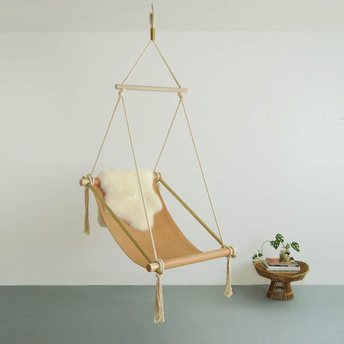 Poltrona sospesa da interno Ovis Hanging Chair di Ladies & Gentlemen Studio