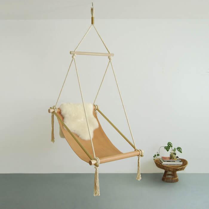 Poltrona sospesa da interno Ovis Hanging Chair di Ladies & Gentlemen Studio