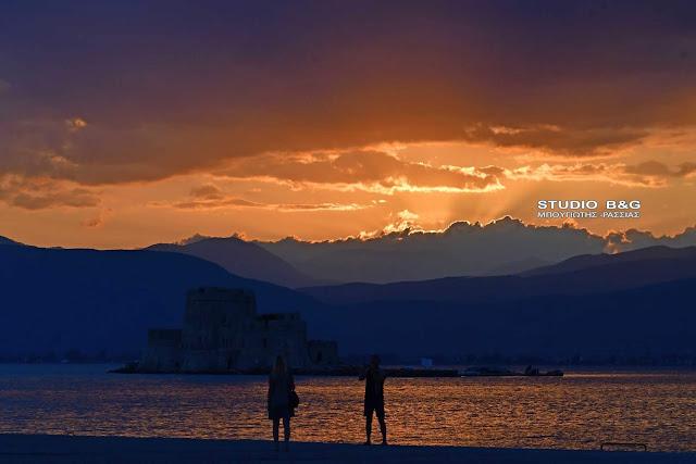 Ναύπλιο: Χίλια χρώματα σε μια πόλη όνειρο!!! (βίντεο)