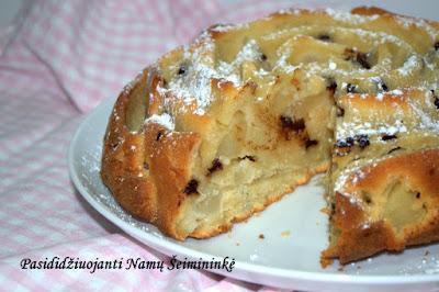 RECEPTAI: Varškės ir kriaušių pyragas su šokolado gabaliukais
