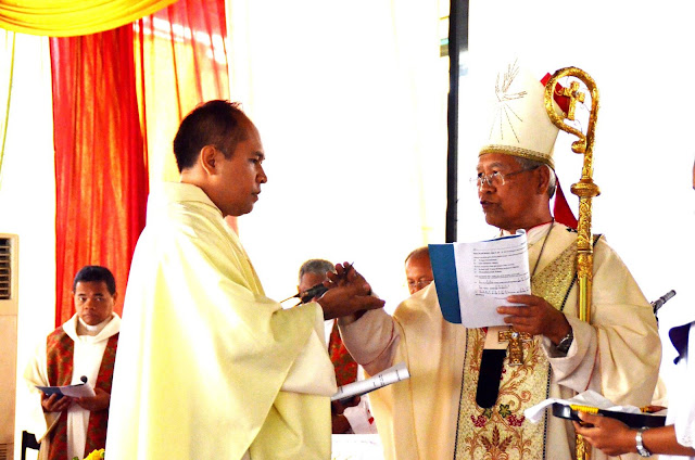 Menjadi Raja Dibalik Jabatan Imam dan Guru