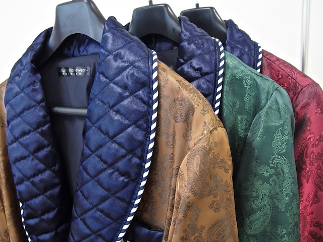 Men's quilted silk luxury paisley dressing gowns robes smoking jacket