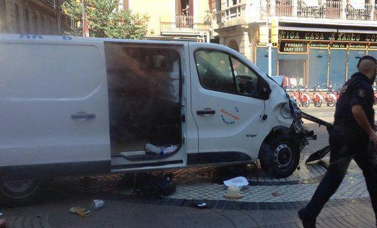 Van atropela várias pessoas num dos principais pontos turísticos de Barcelona.