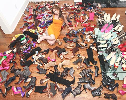Cara Beth Shak menyimpan sepatu