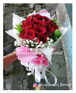 Hand Bouquet (WS-140)