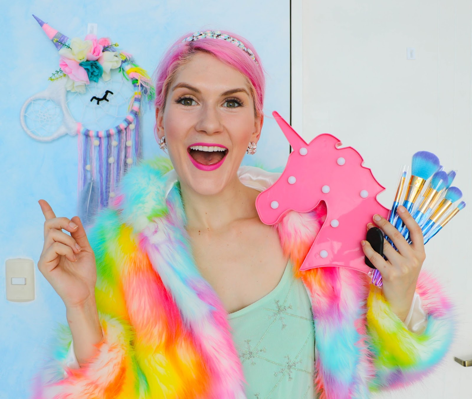 Click through to see the unboxing of the super cute Unicorn Dream Box