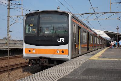 武蔵野線新座駅停車中の205系5000番台