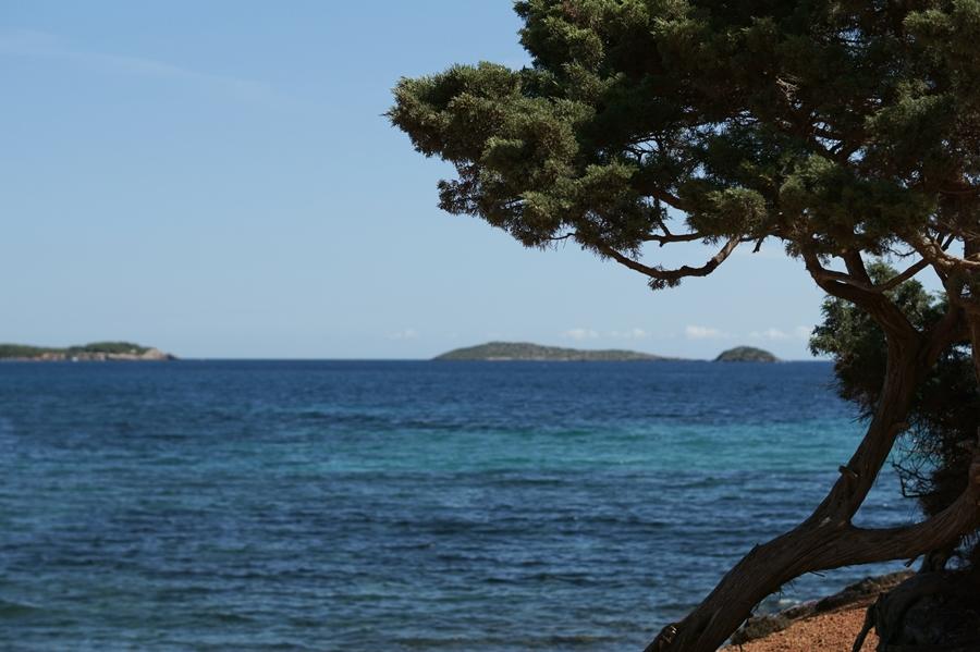 Blog + Fotografie by it's me! - Reisen - La Isla Blanca Ibiza, Santa Eularia - weiter Blick über die Bucht