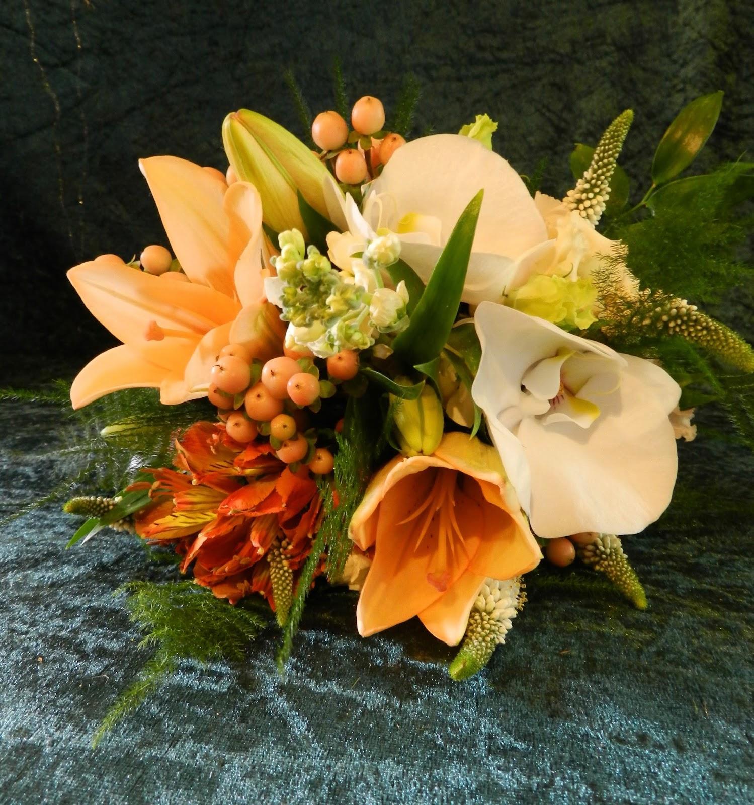 Sandra's Flower Studio: Peach Wedding Bouquets