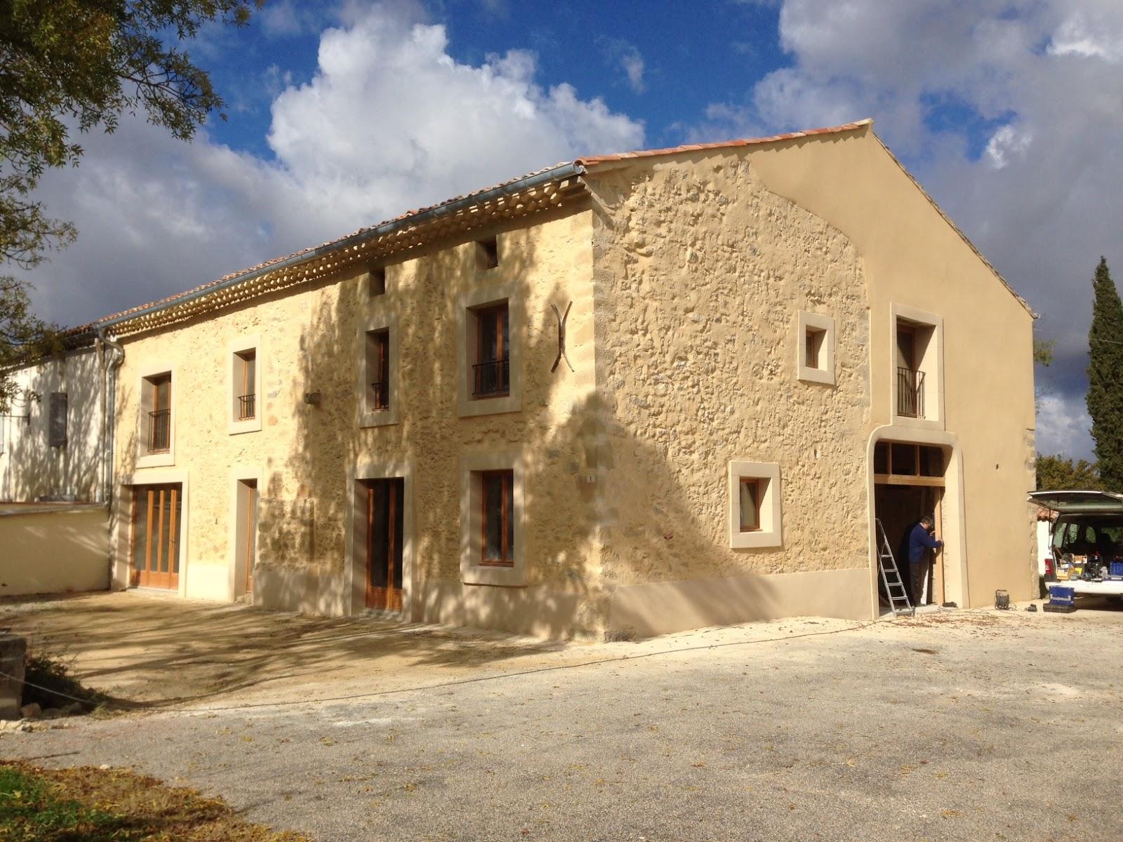 Facade maison ocre sticker pixerstick maisons ocres et for Facade terre de sienne
