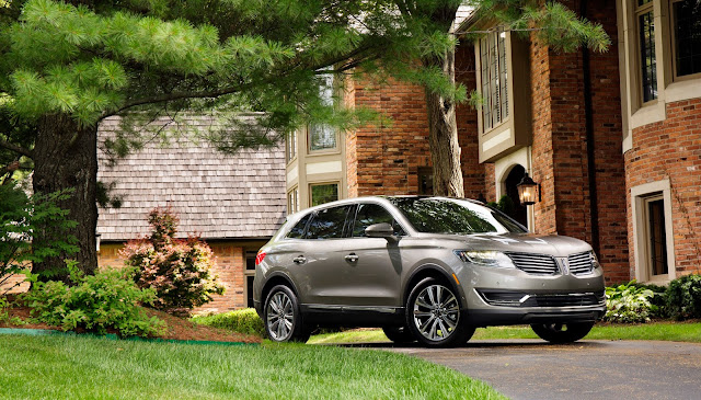 Front 3/4 view of 2016 Lincoln MKX