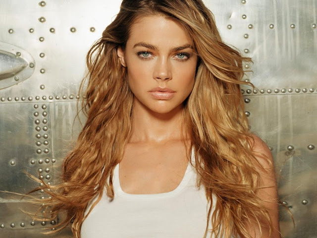 Denise Richards Hot Pictures, Photo Gallery & Wallpapers