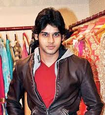 Abhimanyu Dasani Family Wife Son Daughter Father Mother Marriage Photos Biography Profile