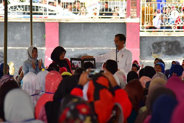Motivasi Peserta Mekaar, Presiden Jokowi: Jangan Tergesa-Gesa, Asal Bekerja Nanti Akan Sukses
