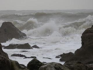 Waves crashing against the rocks on Portland