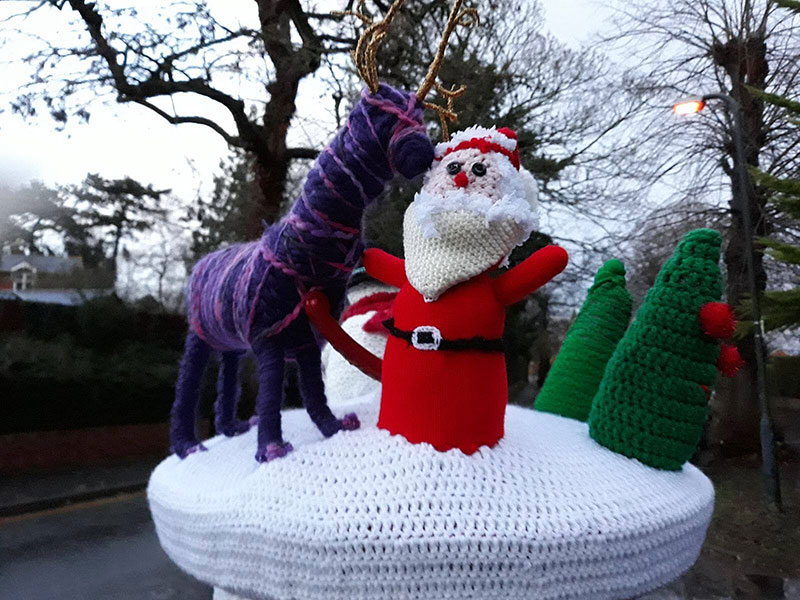 9e11257a2df A group of yarn bombers calling themselves the Secret Society of Hertford  Crafters have installed these Christmas postbox toppers in Hertfordshire