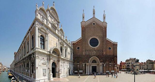 Entrada da Basílica de São João e São Paulo em Veneza