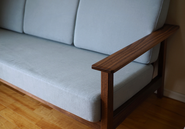 ウォルナット無垢の木のソファ