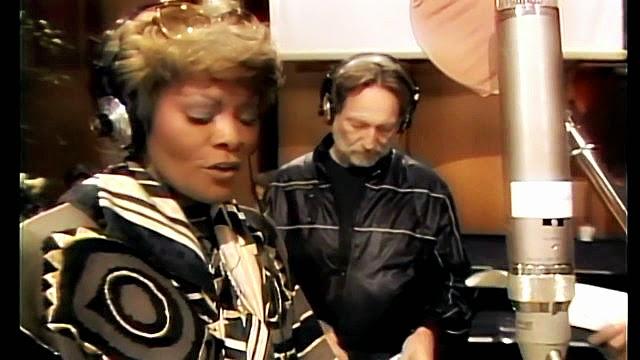 """Dionne Warwick e Willie Nelson, na gravação de """"We Are the World"""""""