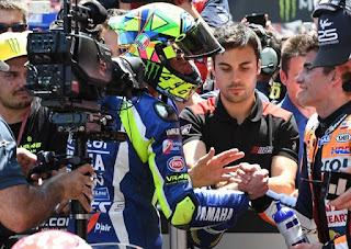 MotoGP-2016-Catalunya-Rossi-Marquez-Shake-Marc-Marquez 640 x 454