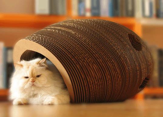 Interesante capullo hecho de cartón reciclado