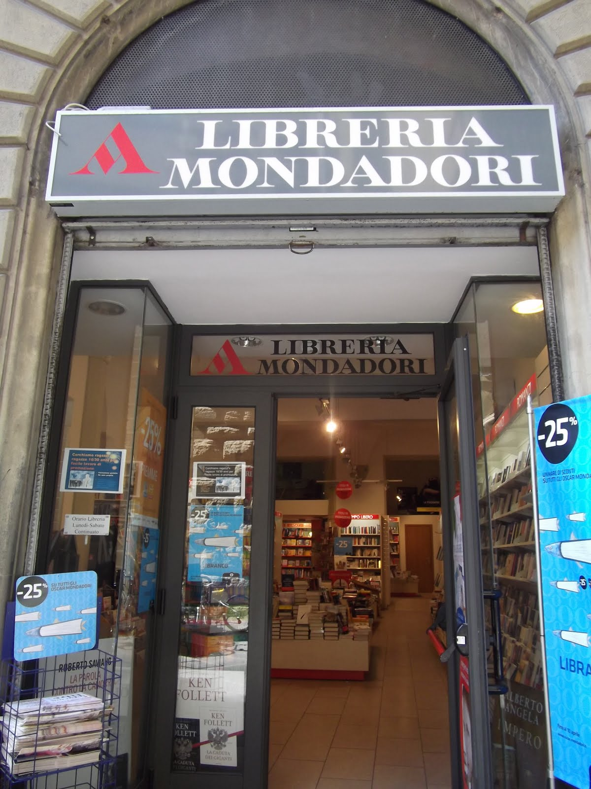 Giunti Al Punto Librerie Italia Choose And Book Bookshops I Came Across In Italy