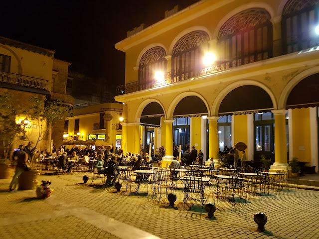 Restaurantes e bares na Plaza Vieja - Habana Vieja - Cuba