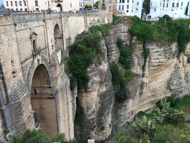 gezi, Ispanya turu, seyahat; Endülüs Gezi Rehberi, Endülüs'te ne yapılır, Endülüs, Granada, Seville, Cordoba, Seville Festivali, VIP Turizm, Endülüs Gezisi