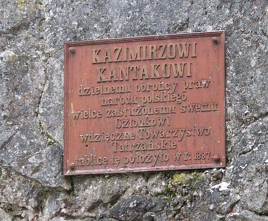 Tablica upamiętniająca Kazimierza Kantaka.