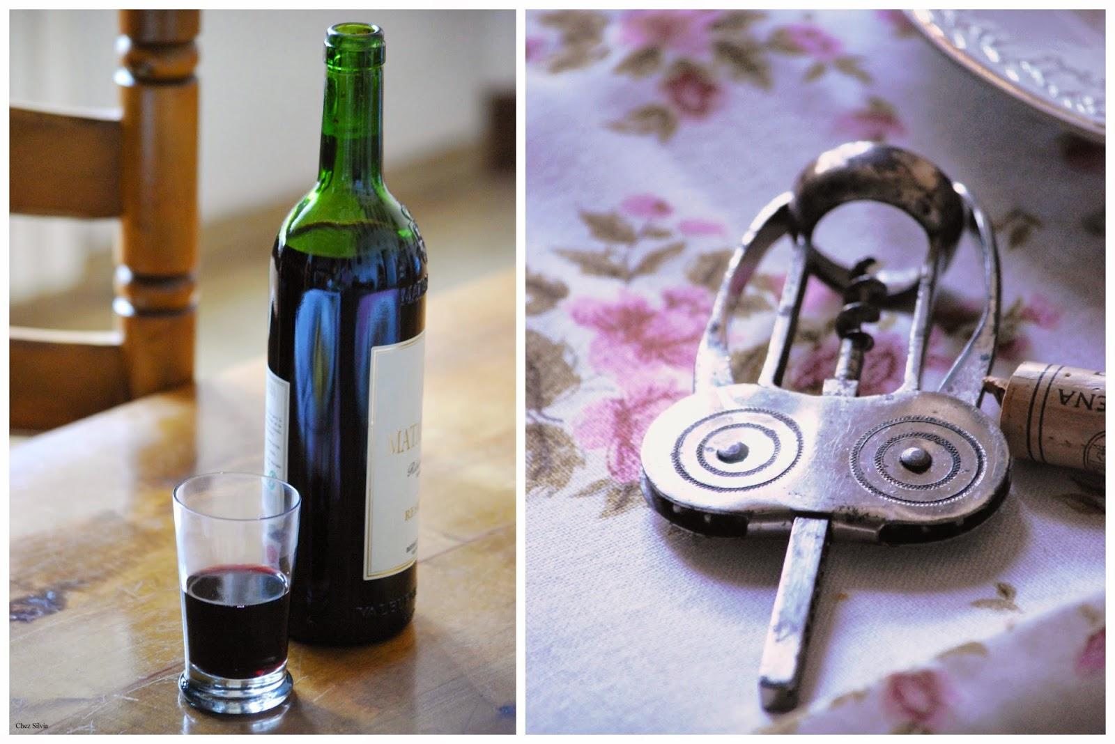 abre botellas y botella de vino