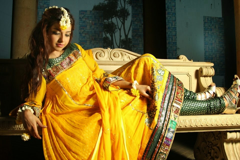Stylish Pakstani Mehndi Dresses Arrivals for Brides 2014-2015 Wallpapers Free Download