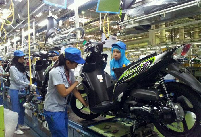 Operator Produksi PT. Yamaha Motor Manufacturing West Java (YMWJ)