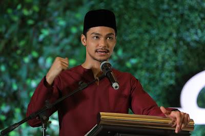 Syafiq kyle memberi ucapan di atas pentas