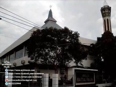 Renovasi Eksterior Dan Mihrab Masjid - Halaman Depan Masjid