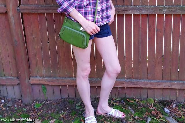 fashion, style, cross-body bag, green, purse, shorts, Tignanello, Alice Manfrida