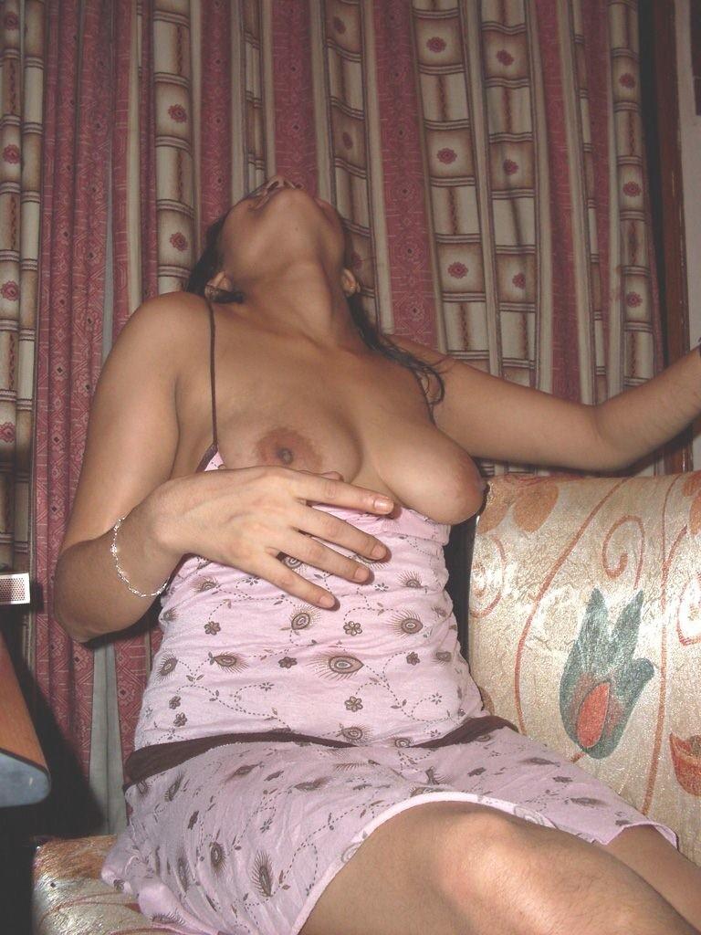 Nude boobs Tamil bhabhi sexy housewife twitter