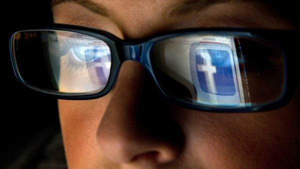Novelista: Las redes sociales alejan a los jóvenes de la lectura