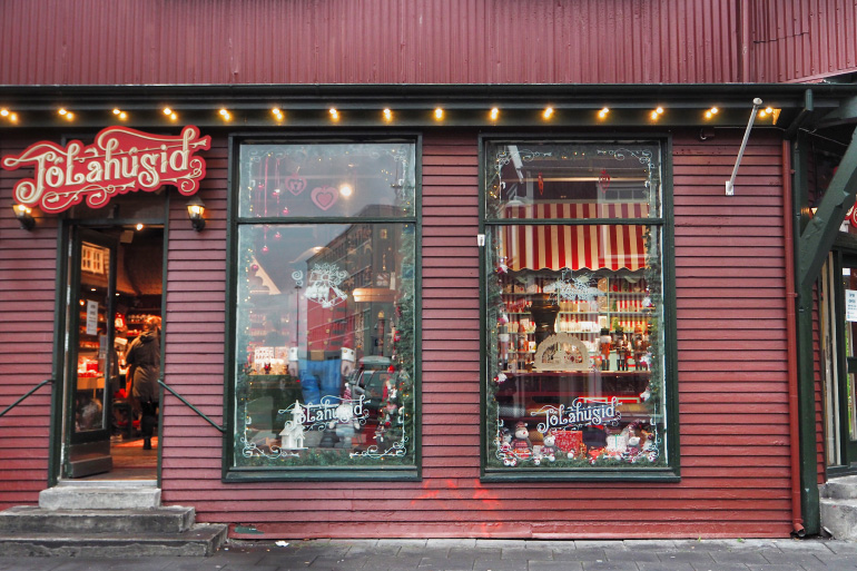 Boutique de décorations de Noël dans la ville de Reykjavik en Islande