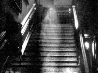 Fantasma bajando por las escaleras