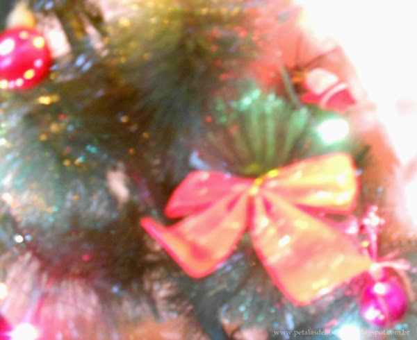 Laço, enfeites, luzes, árvore de Natal