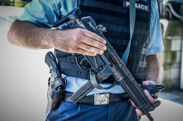 Αλβανός απειλούσε με μαχαίρι πολίτες στην Καλαμαριά