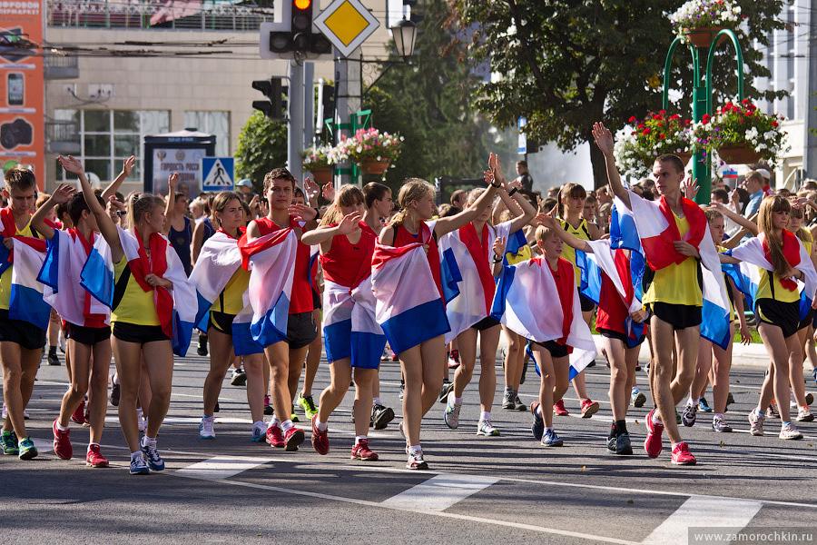 Спортсмены- ходоки на праздновании тысячелетия единения мордовского народа с народами России