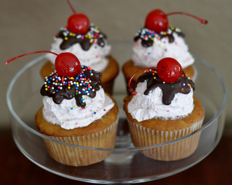 Beki Cook S Cake Blog Banana Split Cupcakes Recipe