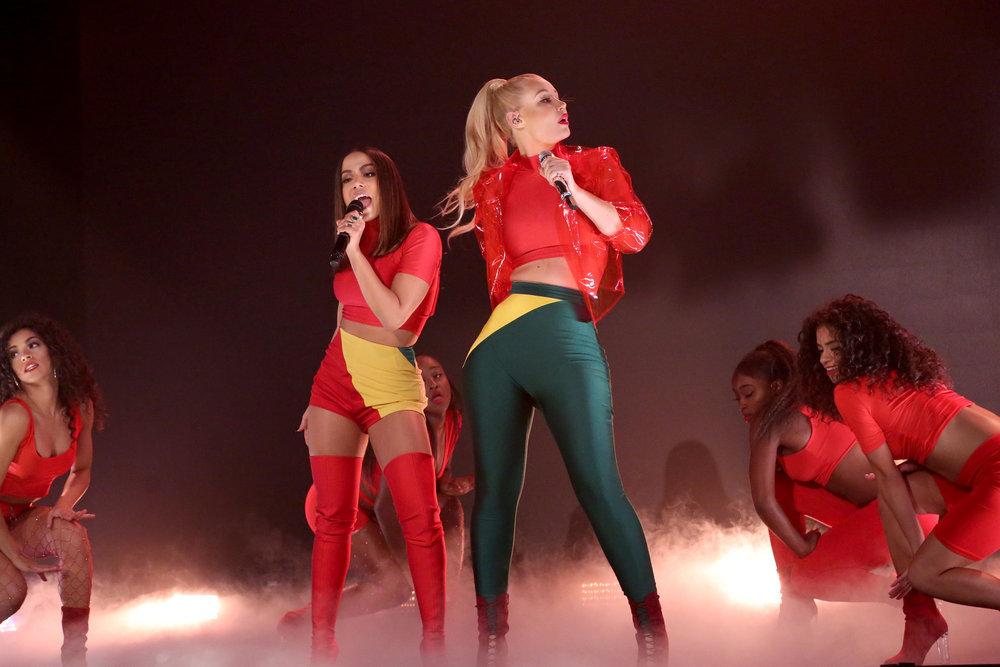"""Saiu: Primeira Performance de """"Switch de  Iggy Azalea com participção de Anitta na tv"""