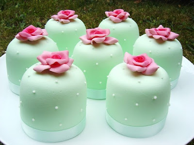 green fondant mini cakes with pink roses