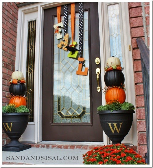 25 Fall & Halloween Front Porch Decorating Ideas