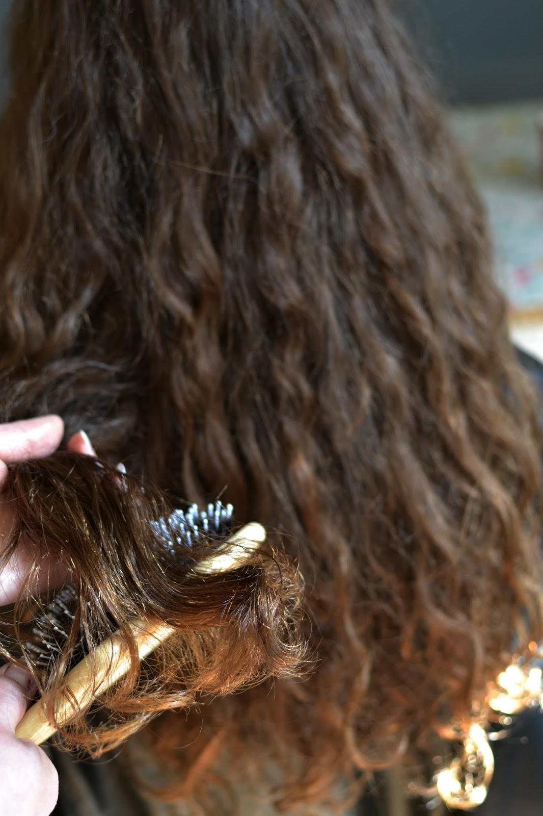 suche, łamliwe kręcone włosy