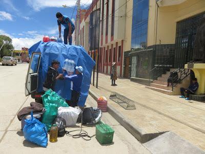 Der Toyo wird für die Rückfahrt nach Esmoraca in Villazón geladen.