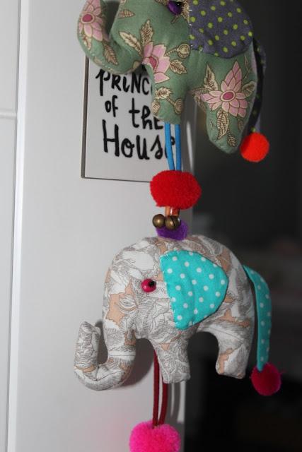 detalle guirnalda de elefantes