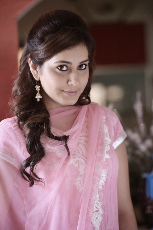 Bollywood Actress Rashi Khanna Cute Stills From Telugu Movie Joru In Pink Dress